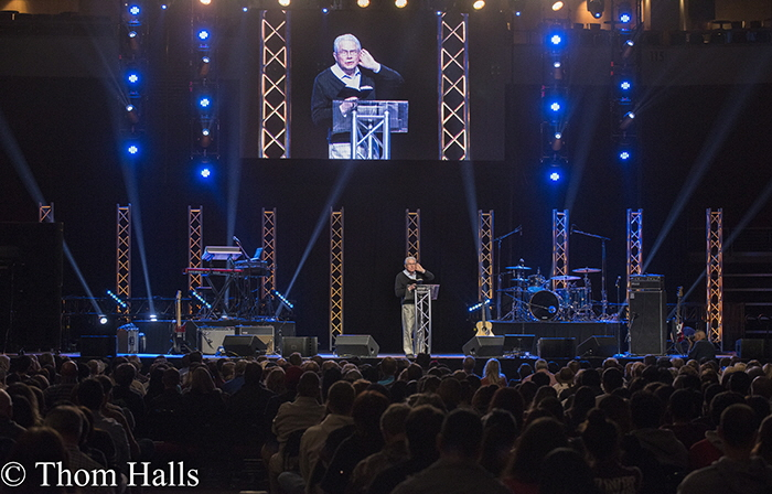 The Save Mart Center in Fresno, Ca was filled 11/17/2016 with thousands of Christians coming to hear Luis Palau deliever a message of encouragement. In April of 2017, Palau will conduct a city wide, week long event in Fresno.